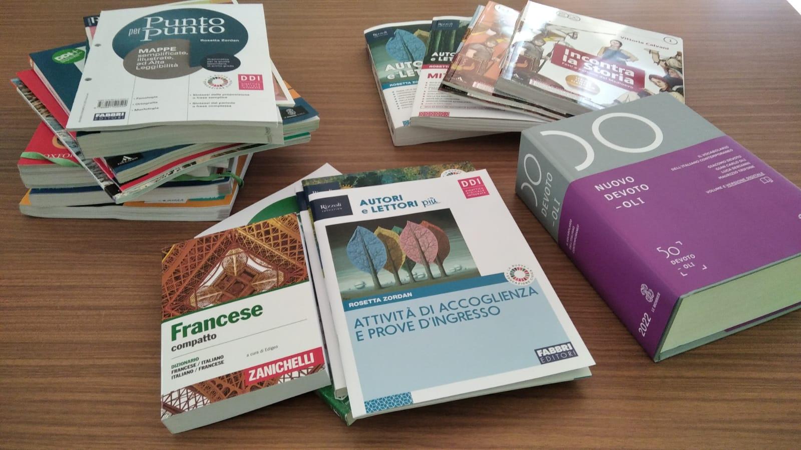 Immagine articolo:La scuola ha acquistato libri di testo con i fondi PON